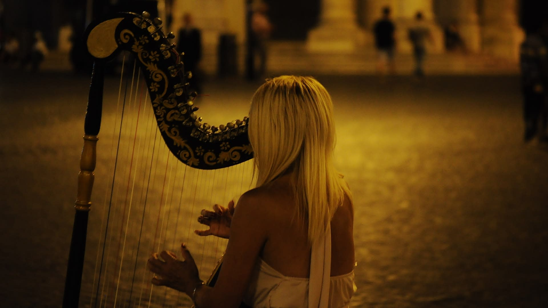 Casting per ragazza che suoni l'arpa