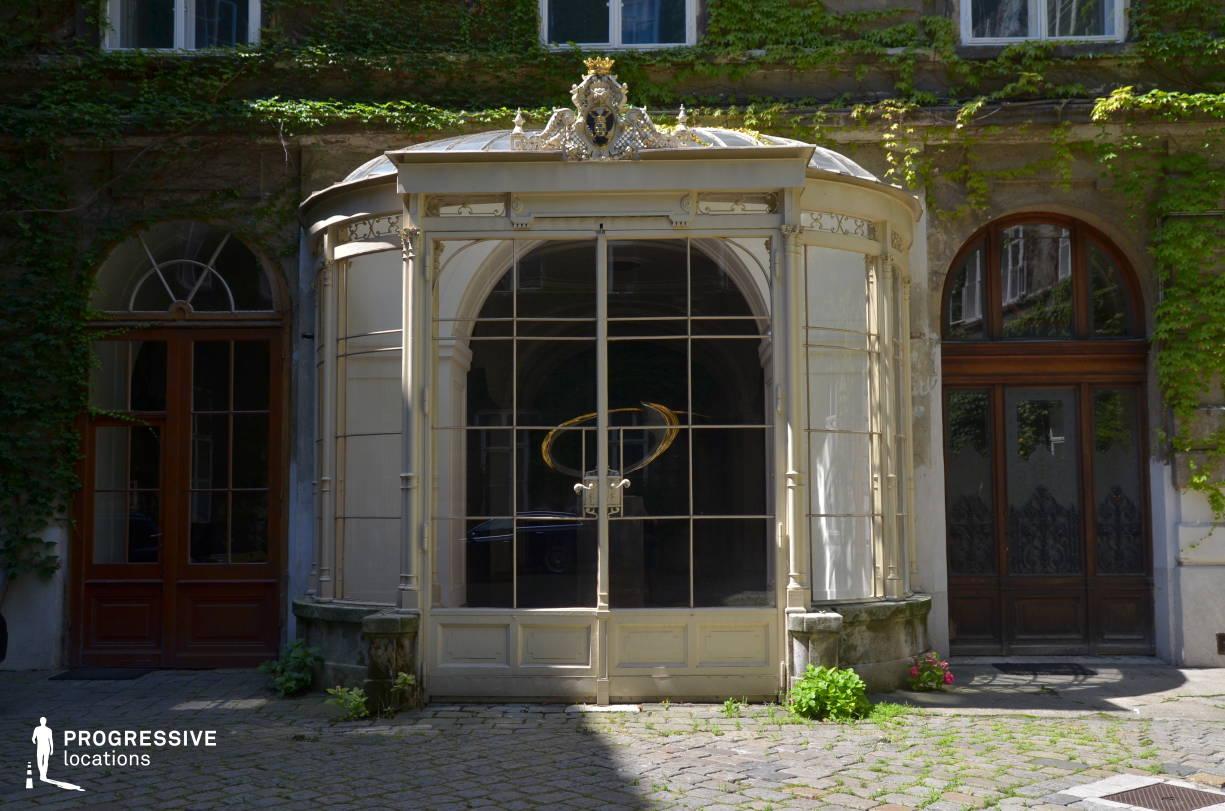 Locations in Austria: Courtyard %26 Loggia, Pallavicini Palace