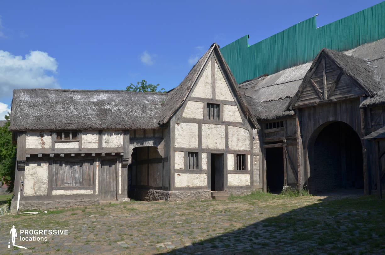 Medieval Town Backlot: Medieval House %26 Thatched Roof
