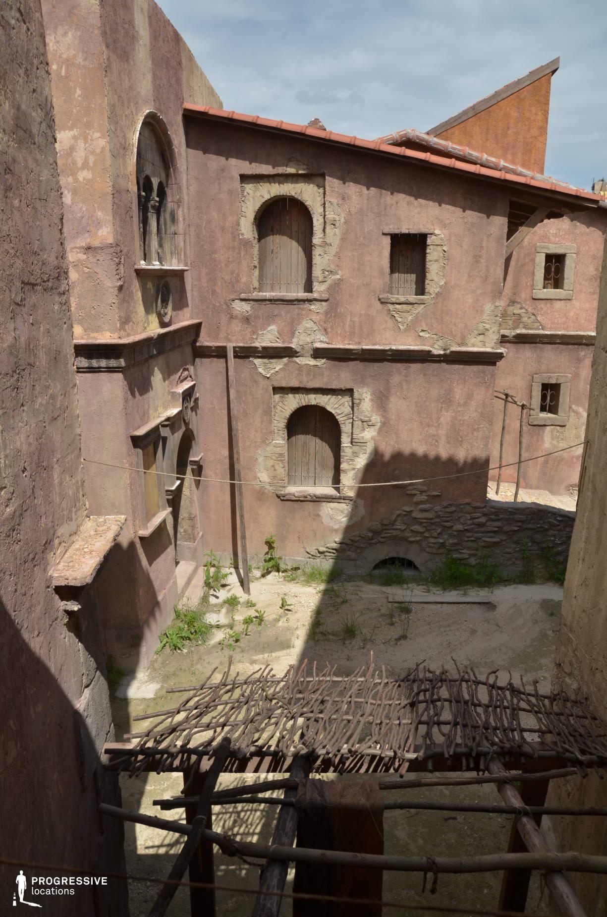 Renaissance City Backlot: Alley, Narrow Street