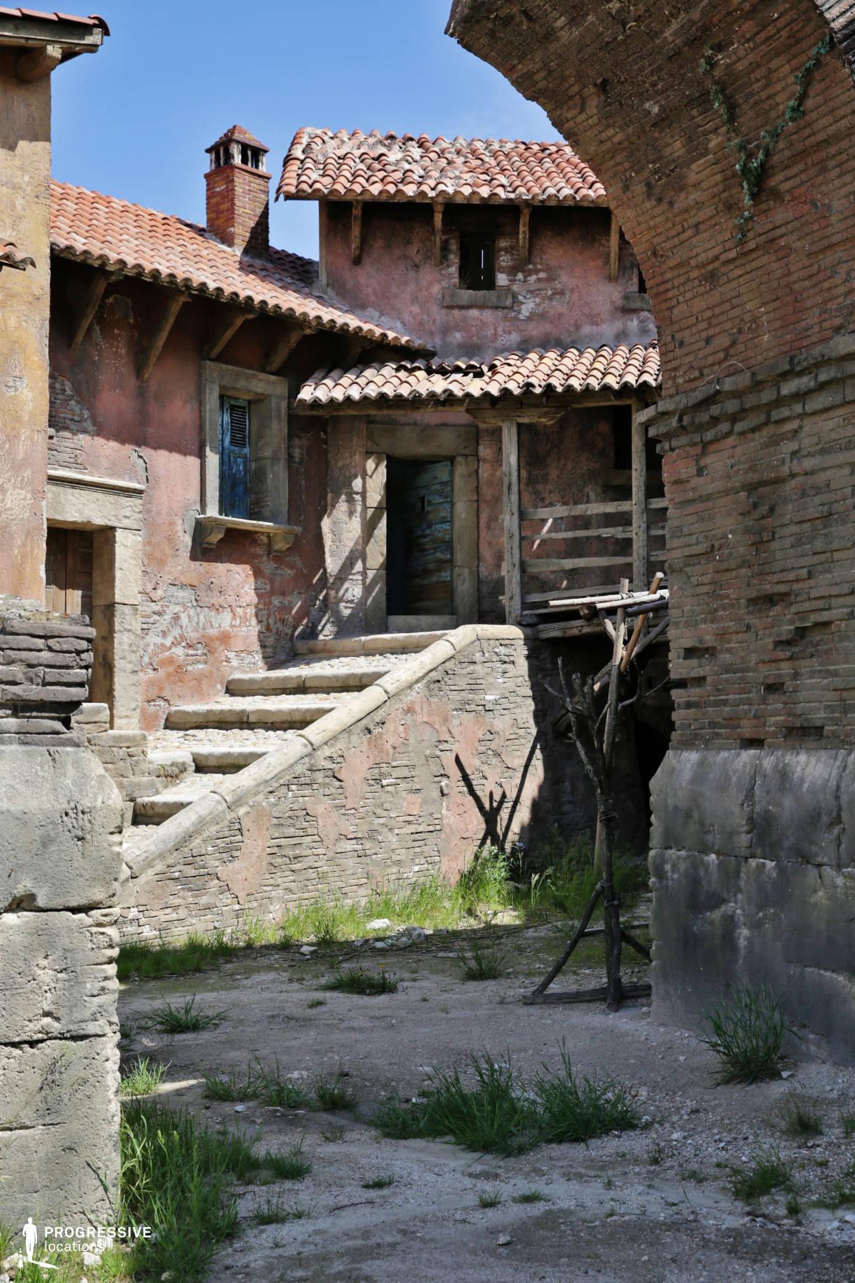 Renaissance City Backlot: House Stairs (Detail)