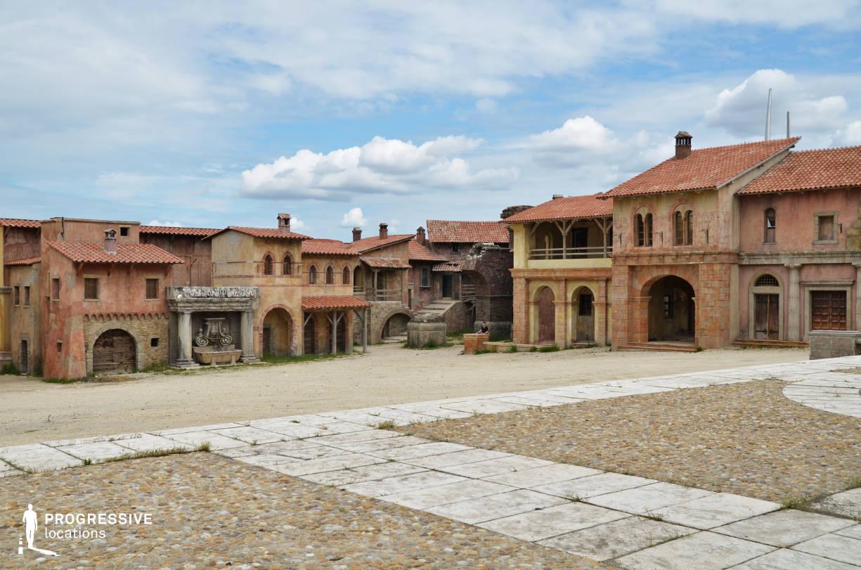 Renaissance City Backlot: Main Square View