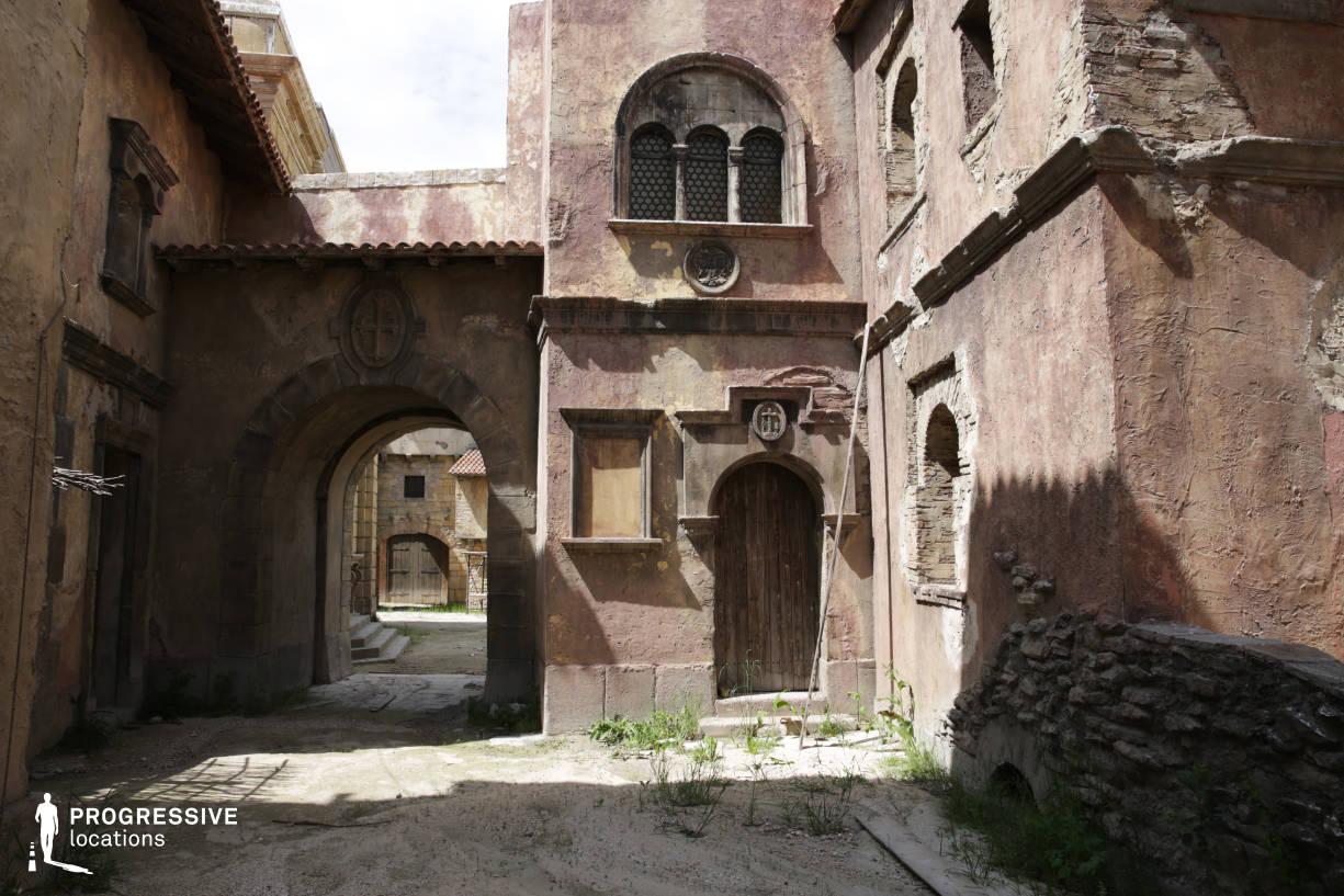 Renaissance City Backlot: Narrow Street Arcade
