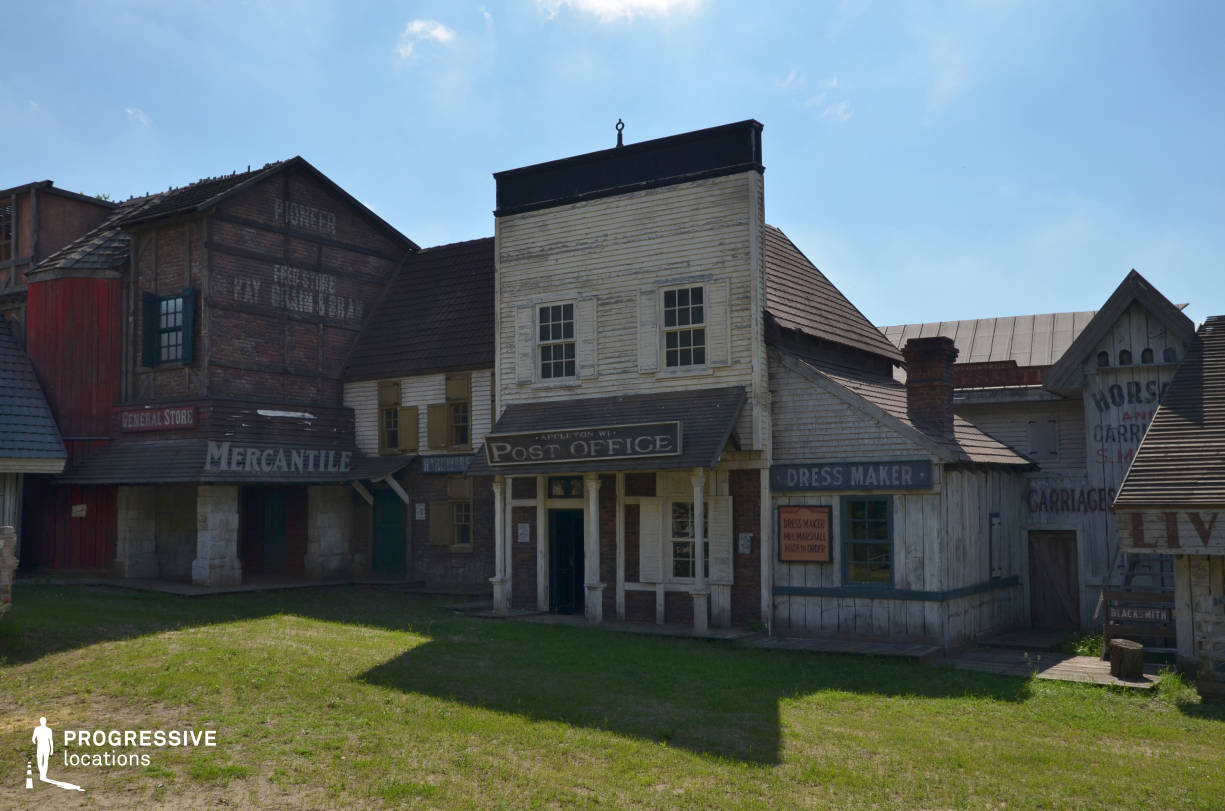 Western Town Backlot: Street Building %26 Stores