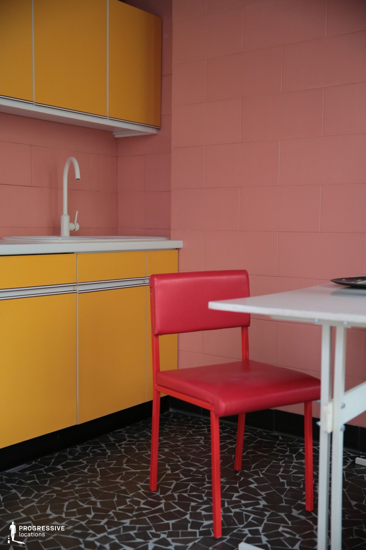 Locations in Budapest: Vintage Colorful Kitchen