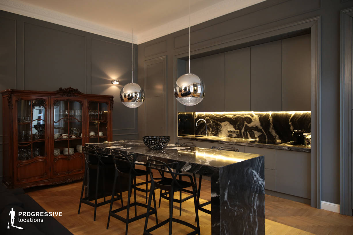 Locations in Budapest: Kitchen with Granit Table