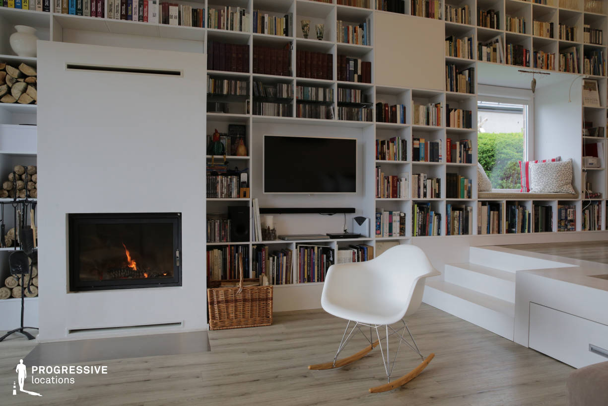 Locations in Budapest: Living Room with Fireplace