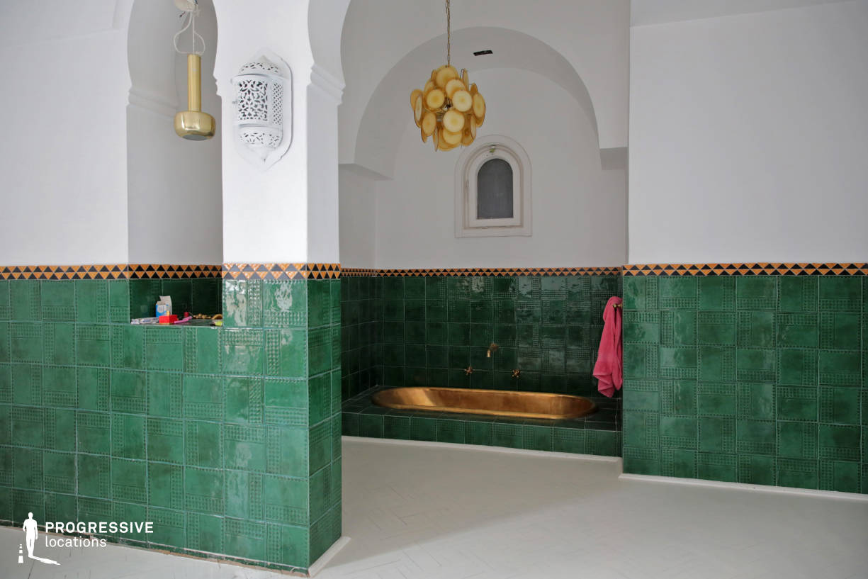 Locations in Budapest: Morocco Style Bathroom