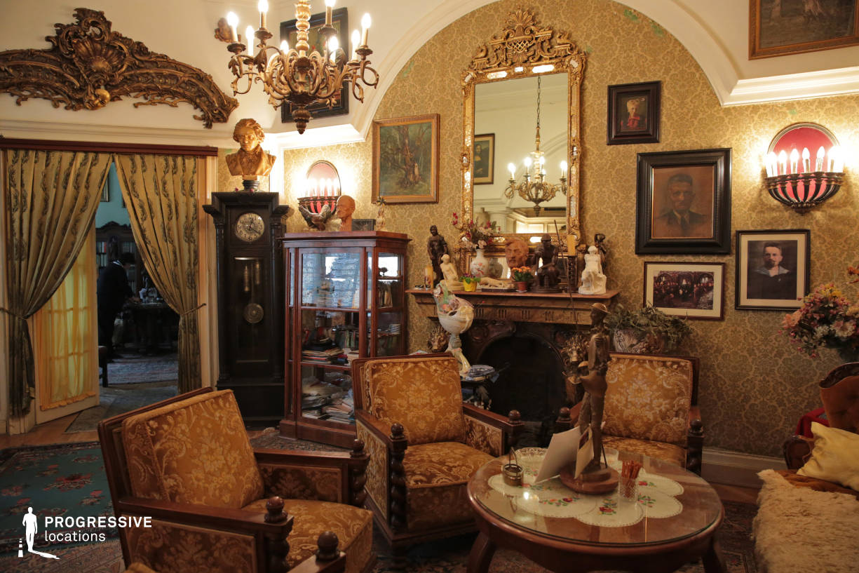 Locations in Budapest: Old Saloon with Fireplace