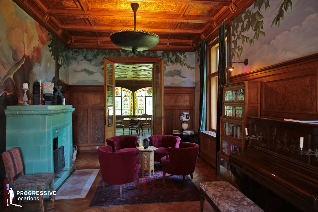 Locations in Budapest: Villa Saloon with Stove