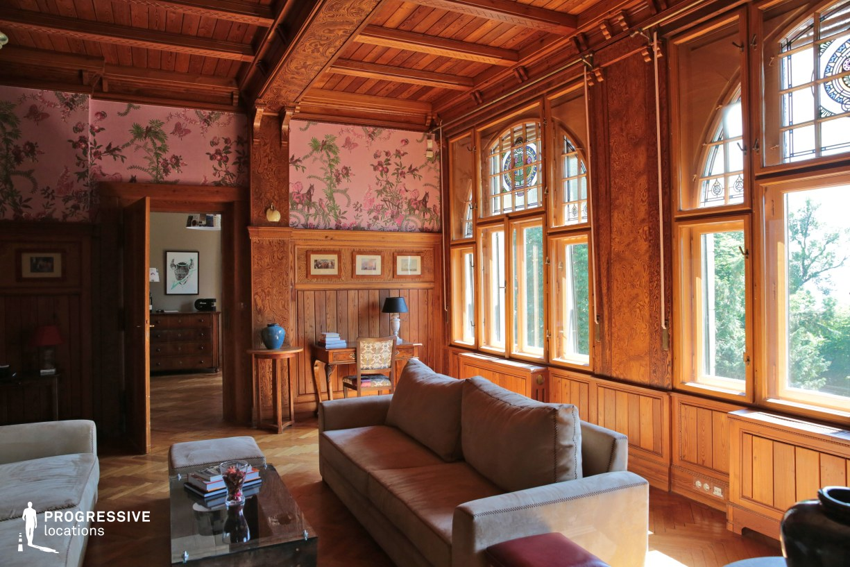 Locations in Budapest: Saloon with Wooden Panels, Villa