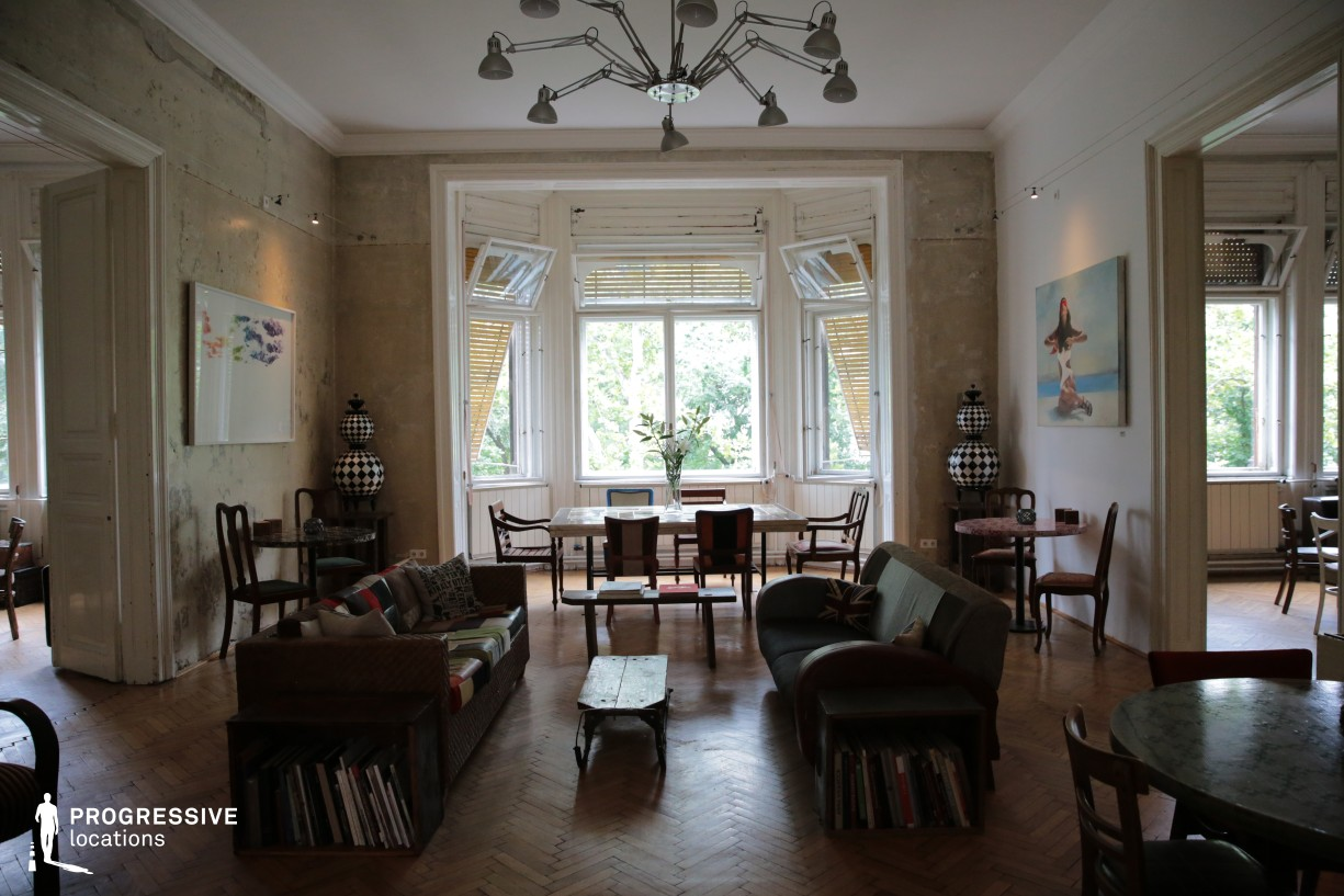 Locations in Budapest: Vintage Style Living Room