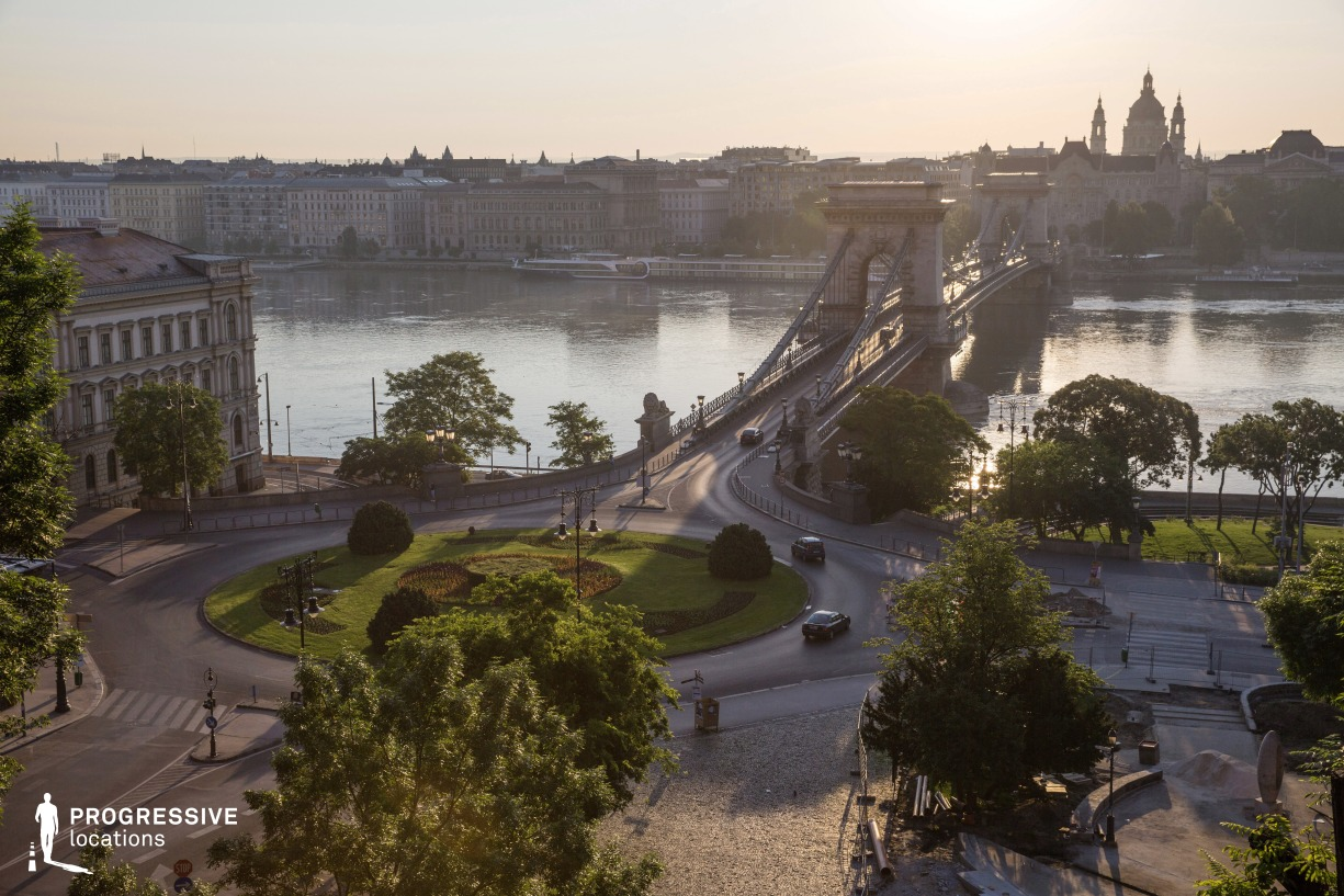 Locations in Budapest: Chain Bridge Panorama with Roundabout