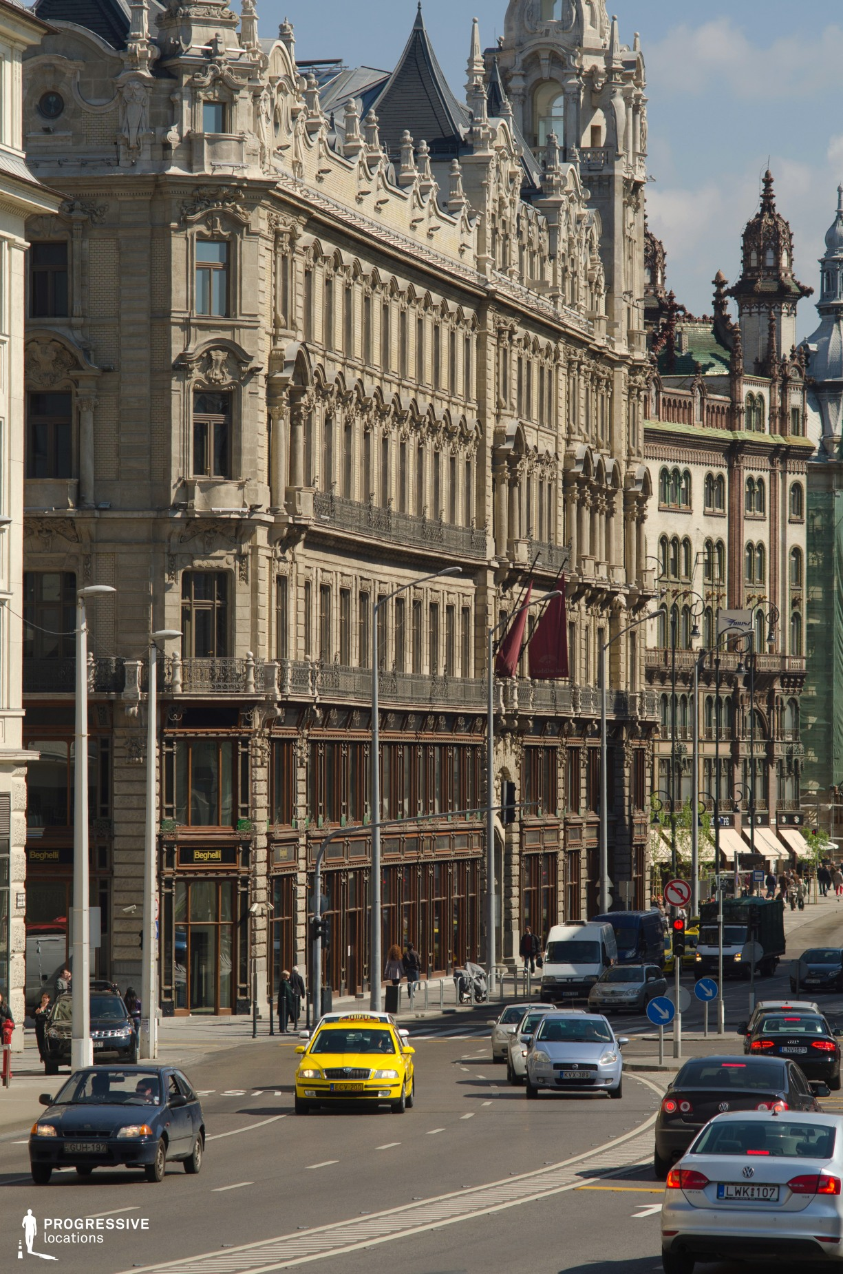 Locations in Budapest: Wide City Street %26 Taxi