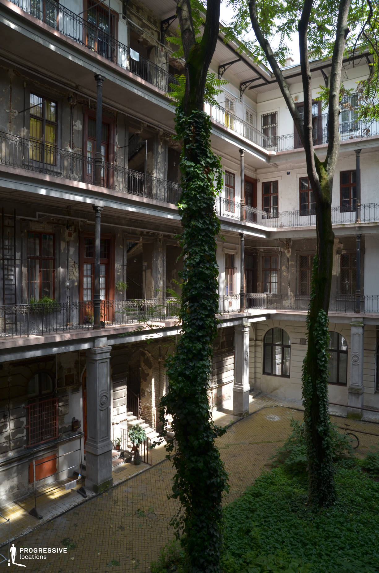 Locations in Budapest: Andrassy Courtyard, Trees