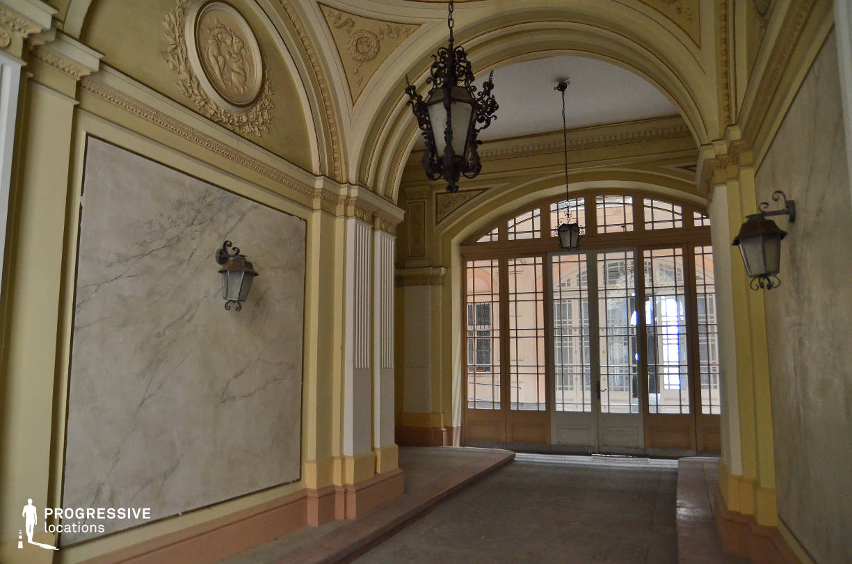 Locations in Budapest: Apartment Building Entrance