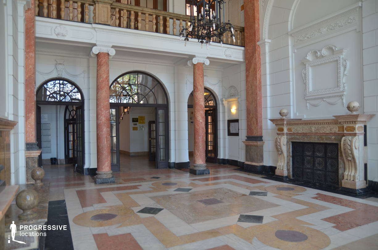 Locations in Budapest: Entrance Hall, Kossuth Square