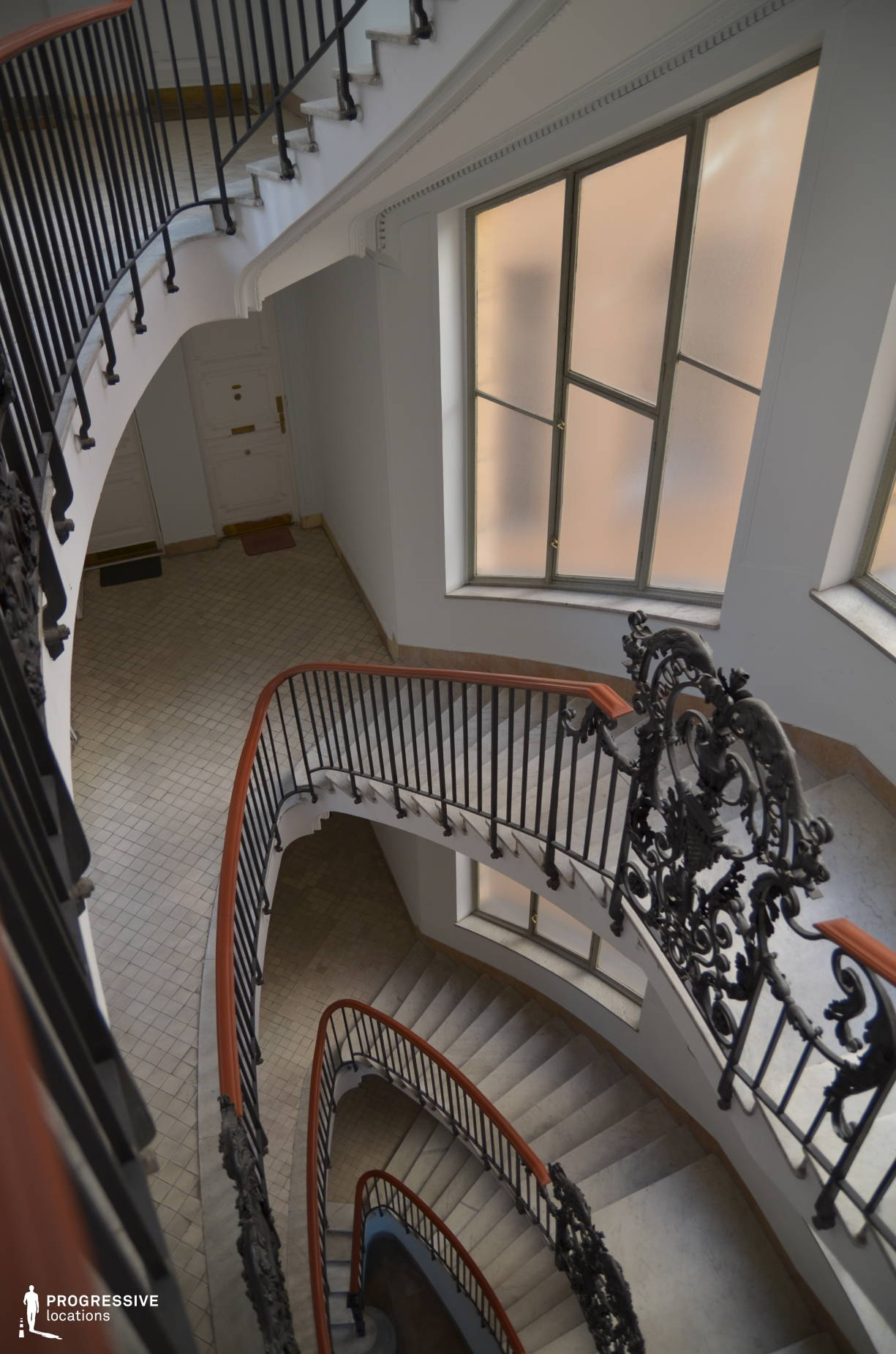 Locations in Budapest: Oval Staircase, Kossuth Square