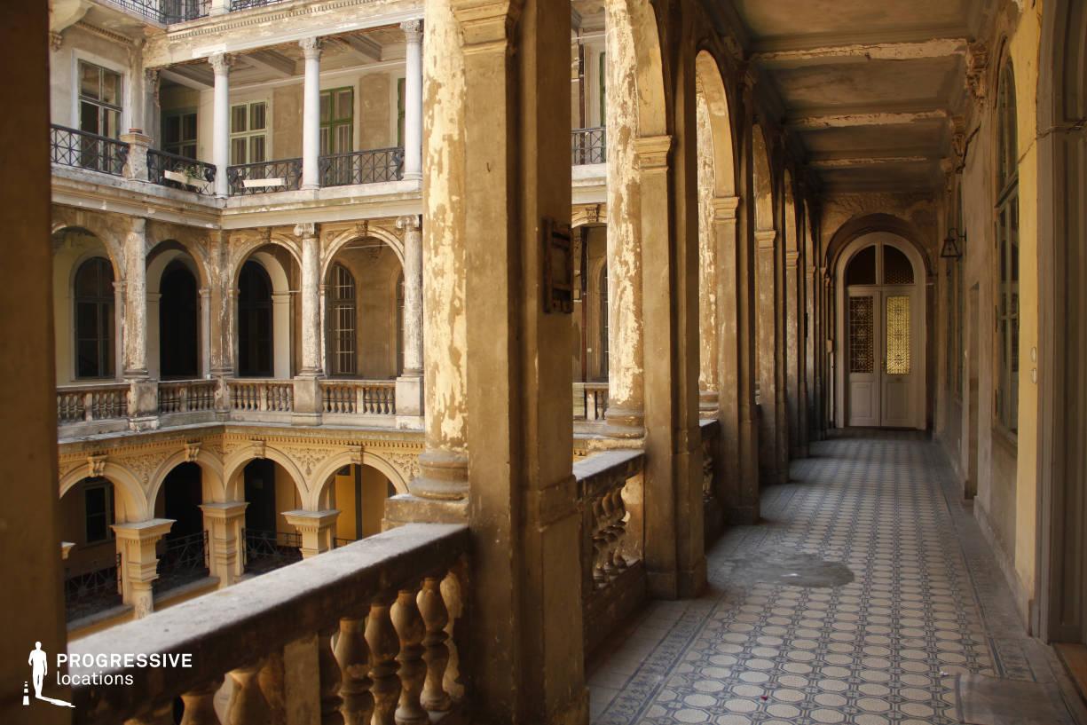 Locations in Budapest: Pillar Courtyard, Kossuth Street