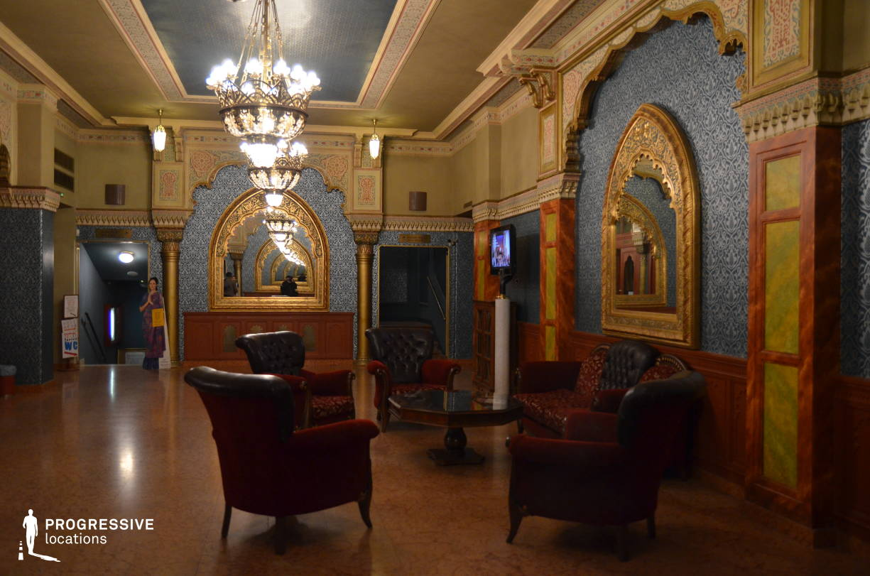 Locations in Hungary: Cafe %26 Lounge, Urania Theater