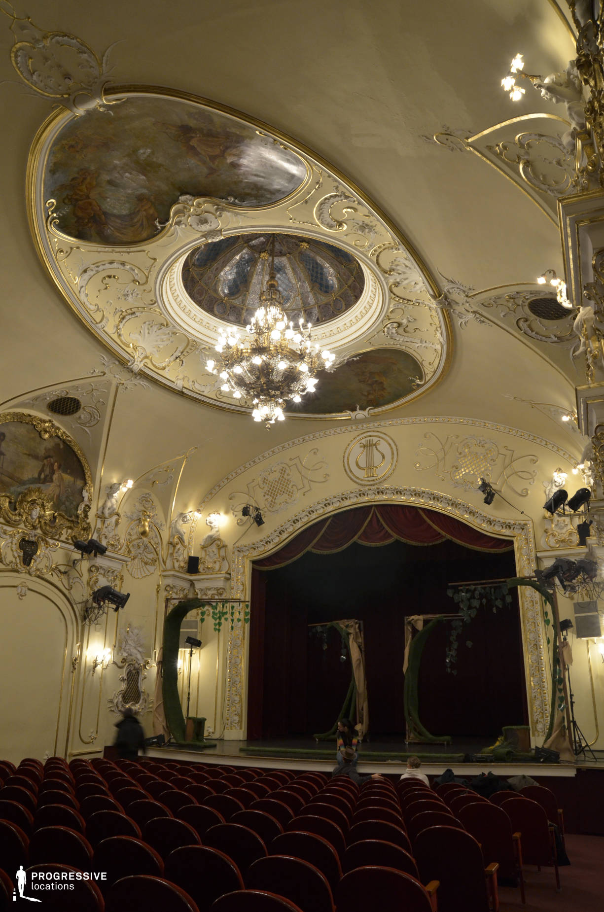 Locations in Hungary: Theater, Danube Palace