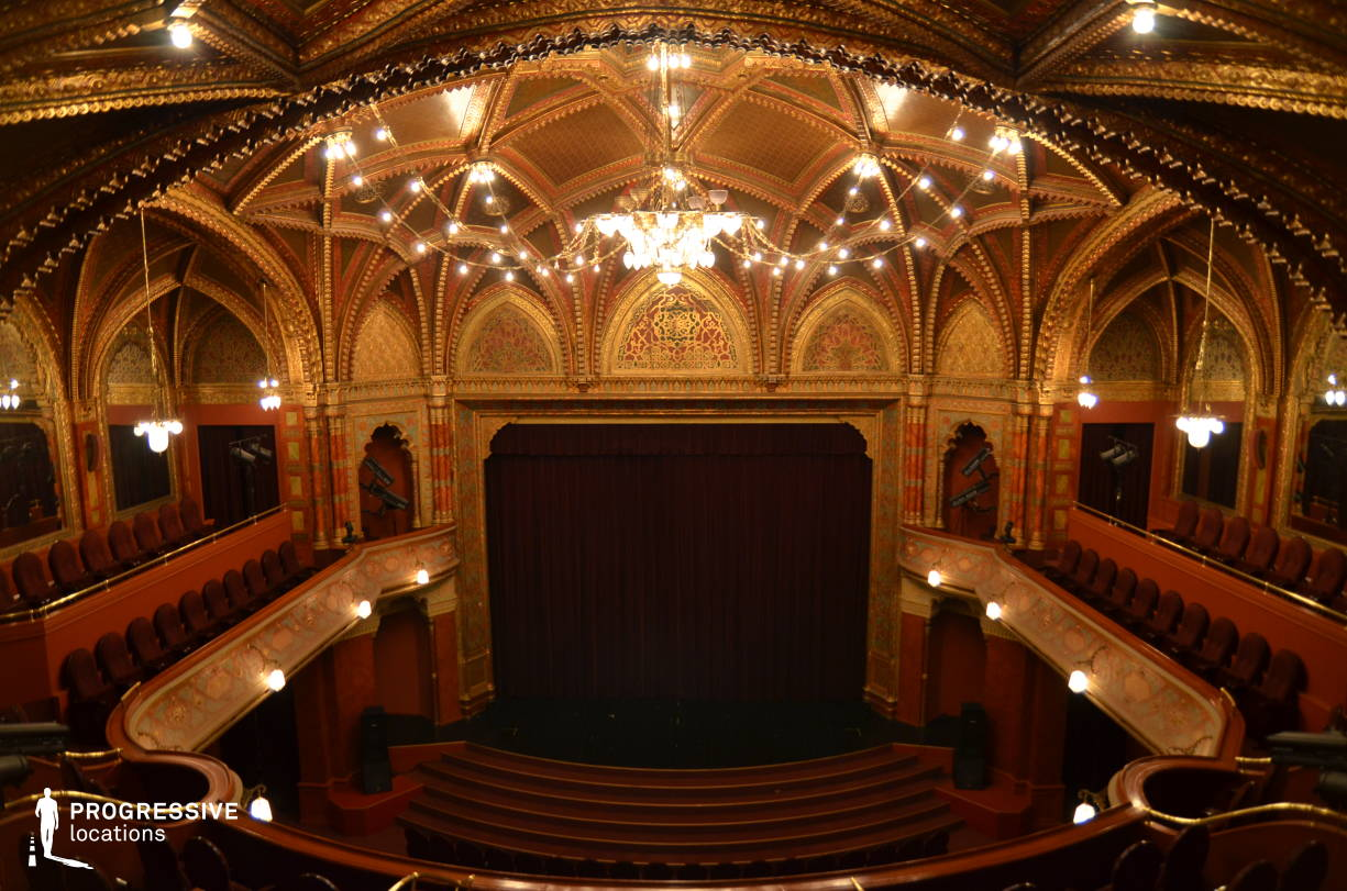 Locations in Hungary: Stage, Urania Cinema %26 Theater