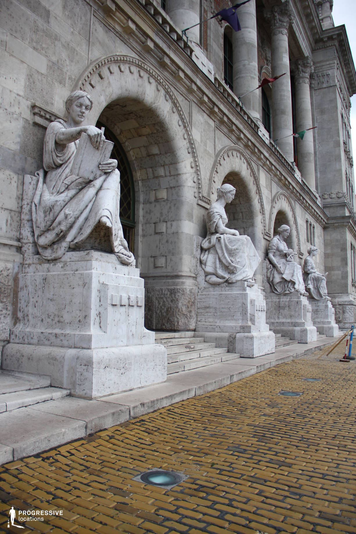 Locations in Hungary: Entrance Statues, University Of Technology