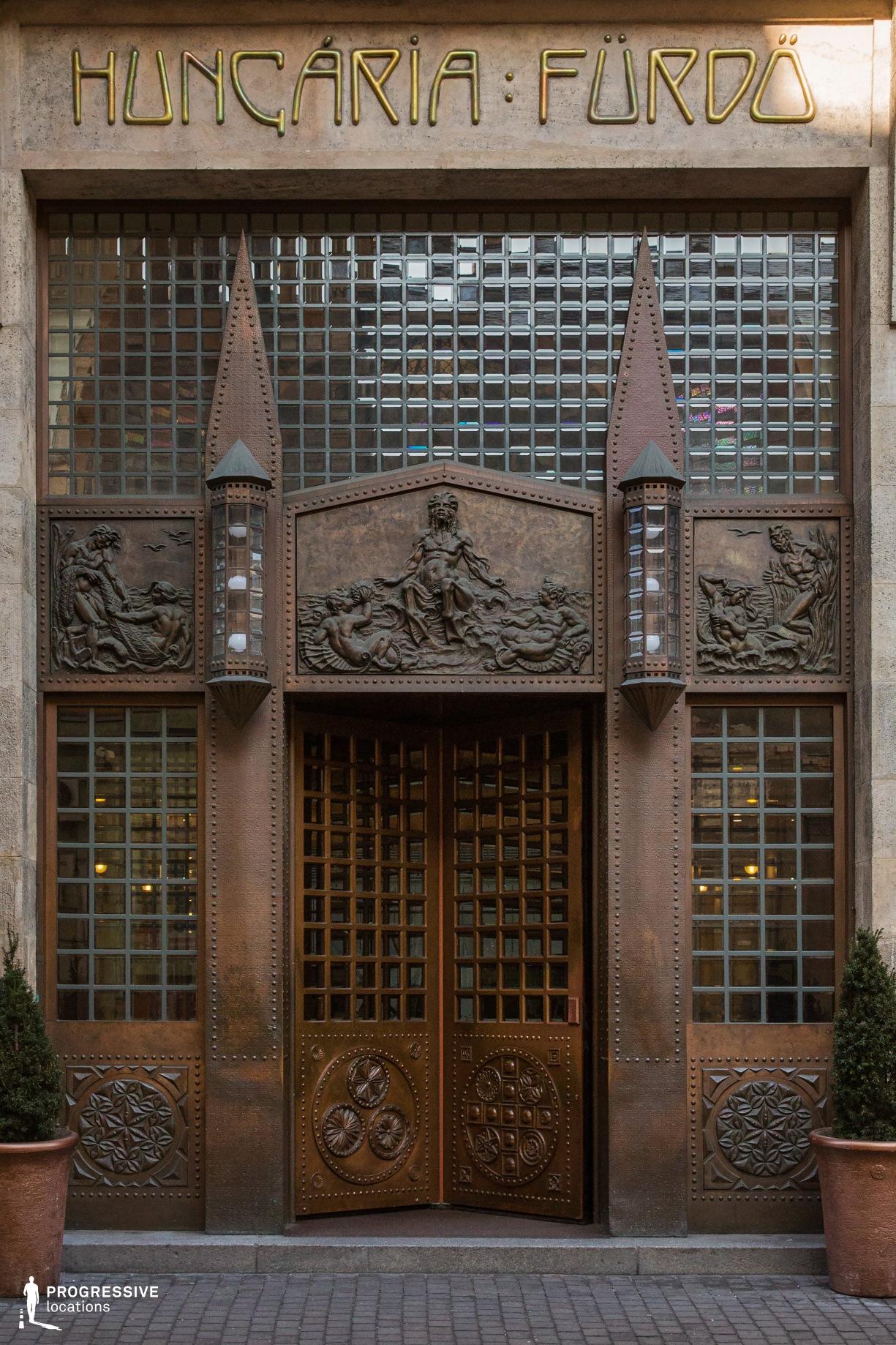 Locations in Hungary: Revolving Entrance Door, Zara