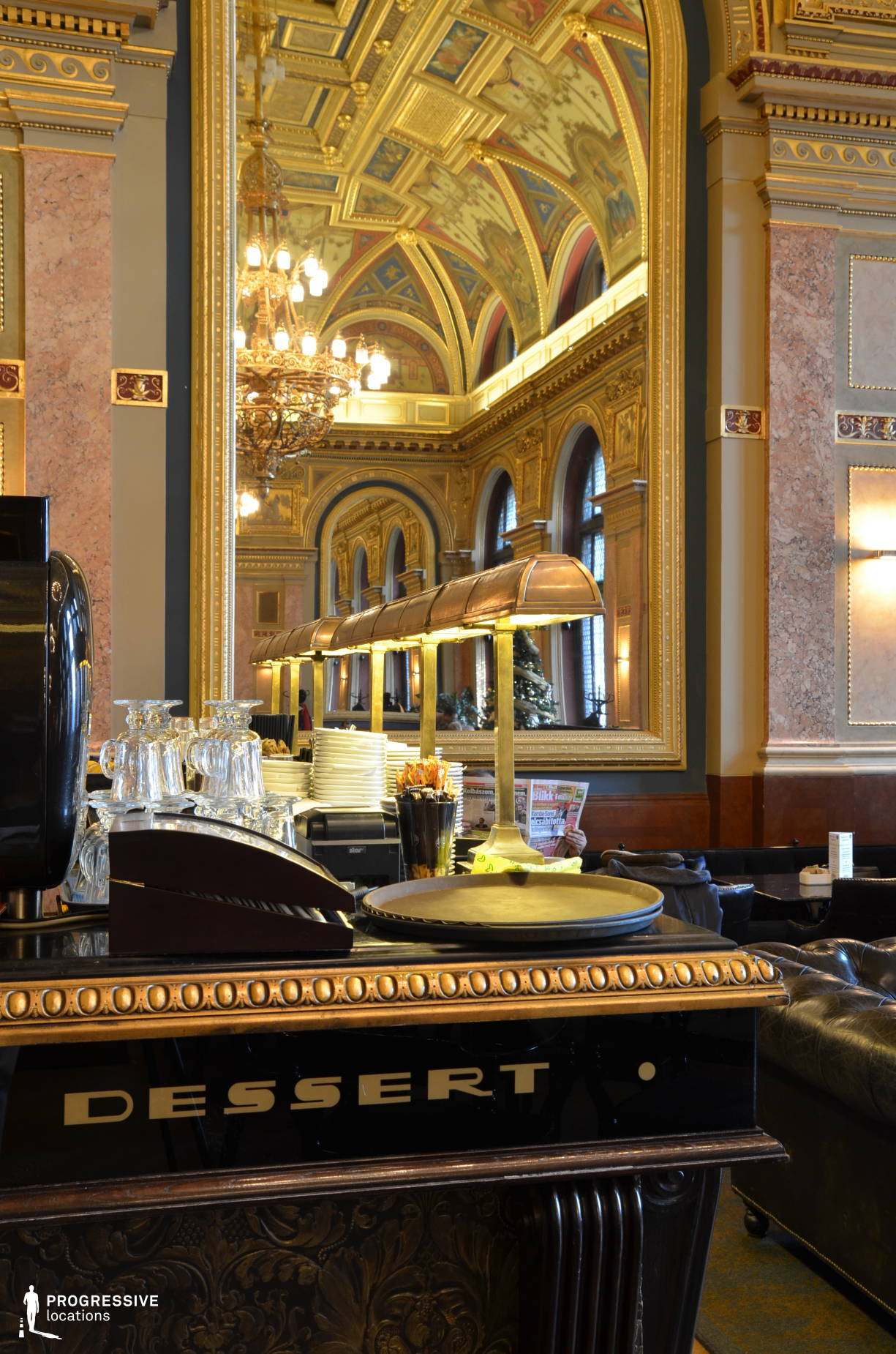 Locations in Hungary: Counter %26 Mirror, Lotz Cafe