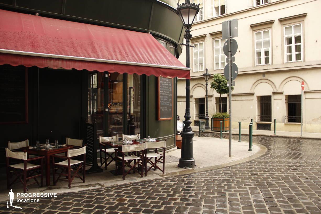 Locations in Hungary: Sercli Corner Cafe, Cobblestone