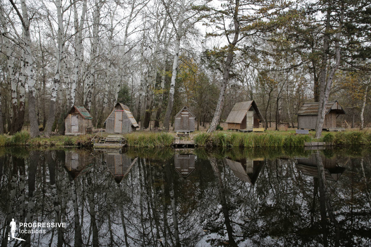 Locations in Hungary: Lake Shore wit Huts, Szodliget