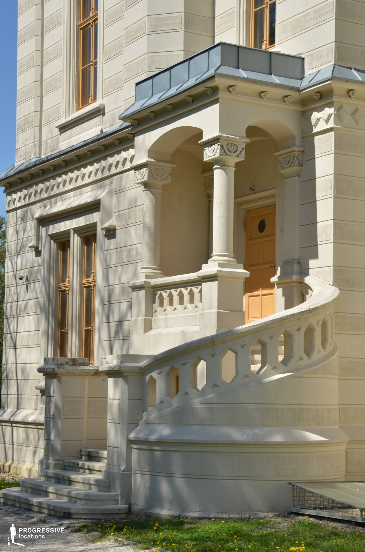 Locations in Hungary: Nadasdy Palace, Exterior %26 Stairs
