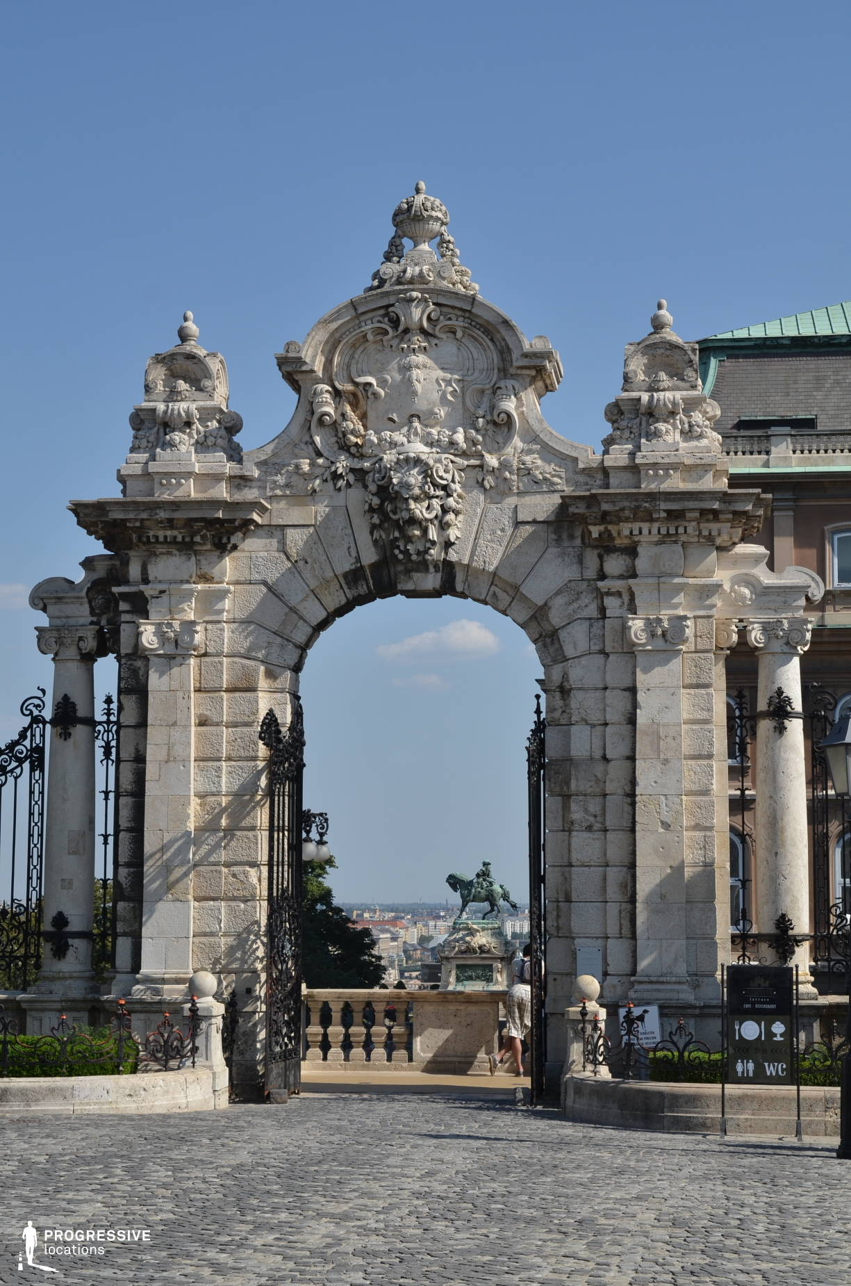 Locations in Hungary: Buda Castle, Turul Gate