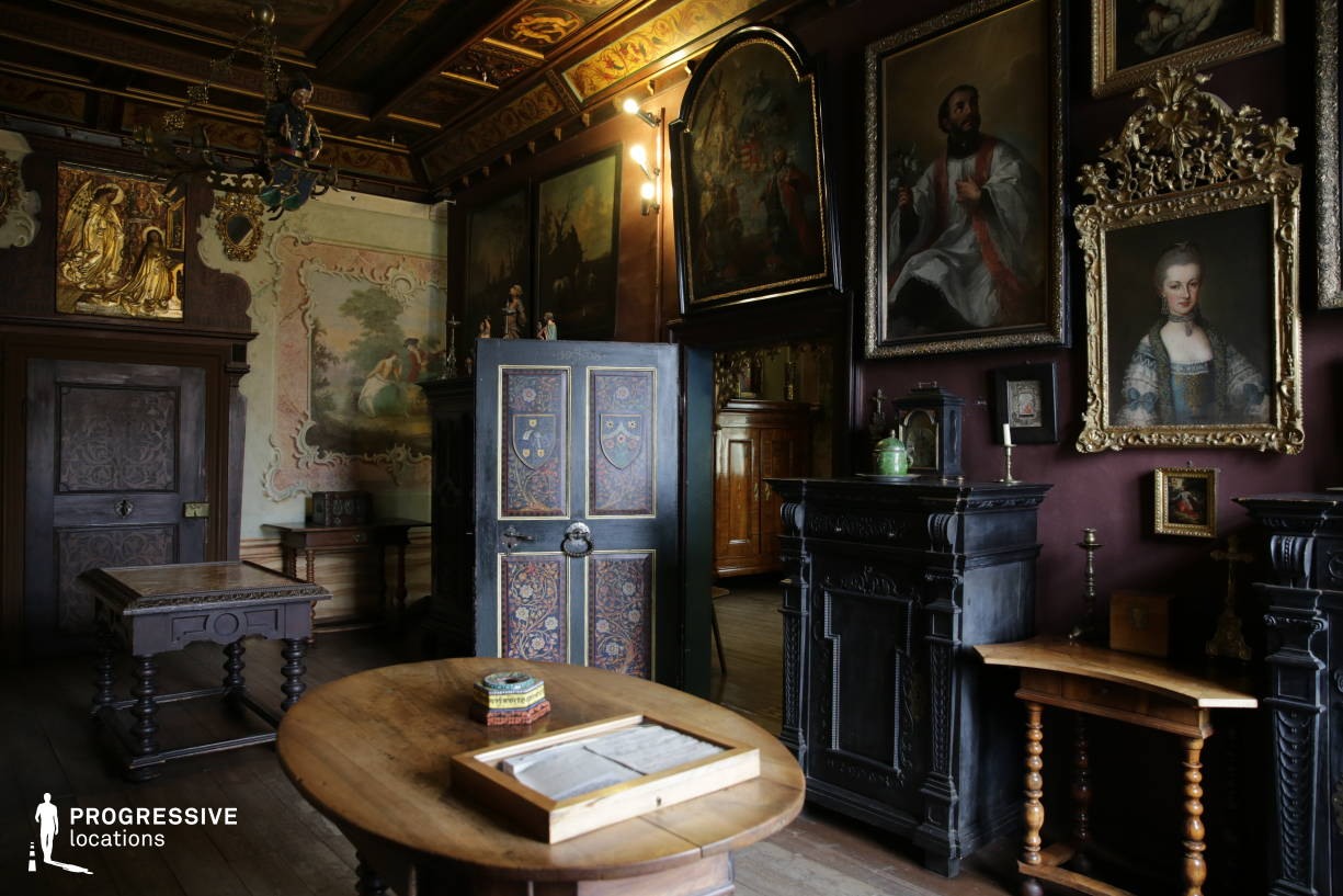 Locations in Hungary: Old Ornate Room, Storno House