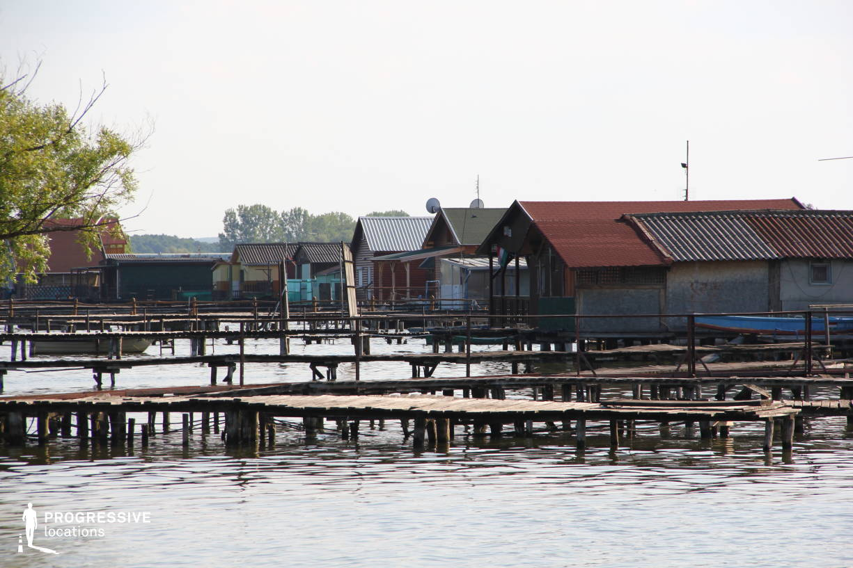Locations in Hungary: Huts %26 Boat, Lake Bokod (Side View)