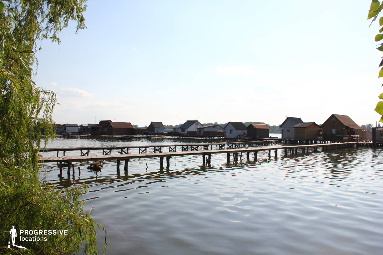 Locations in Hungary: Lake %26 Huts, Lake Bokod (Side View)