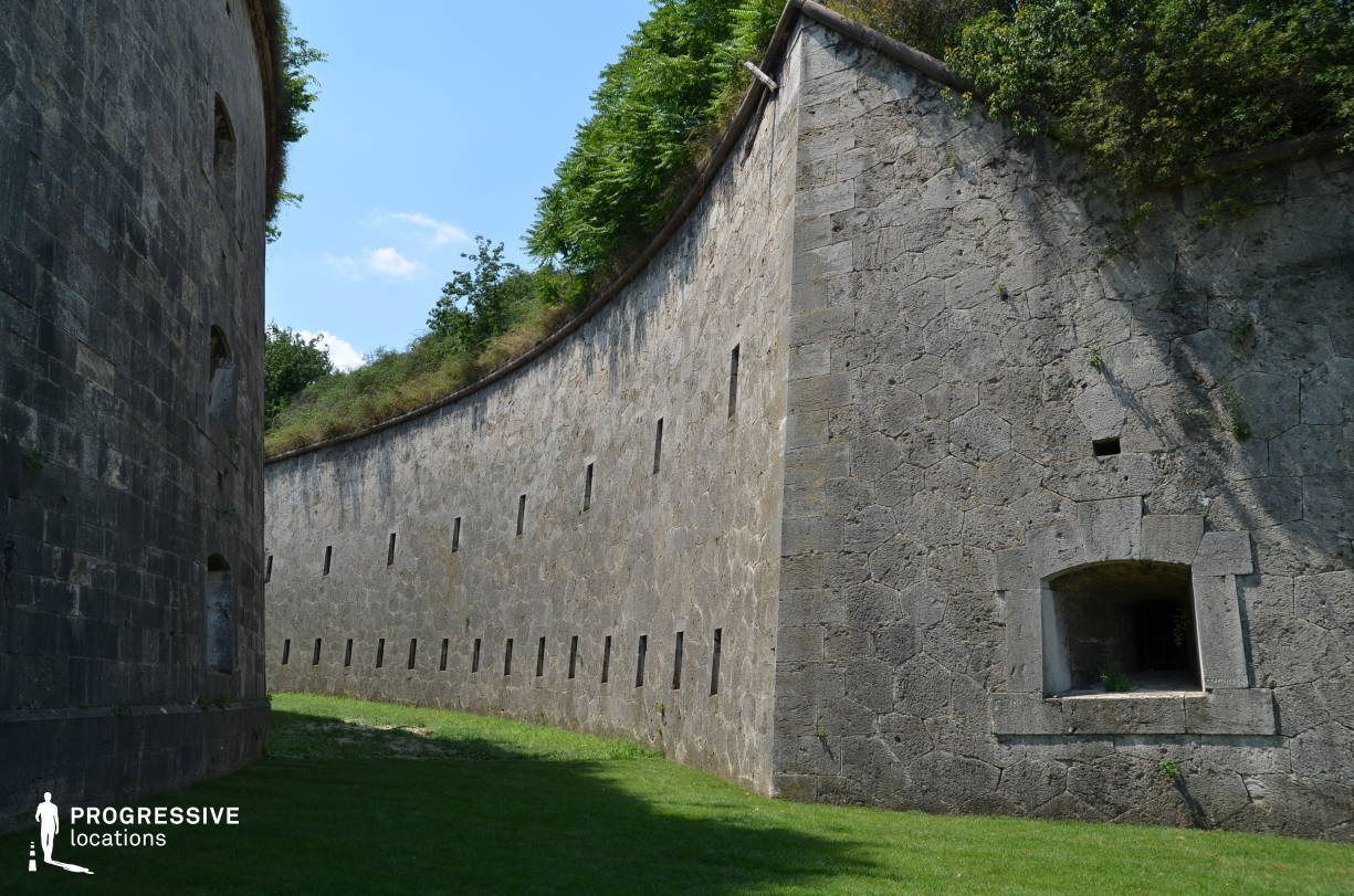 Locations in Hungary: Wall, Monostor Fortress