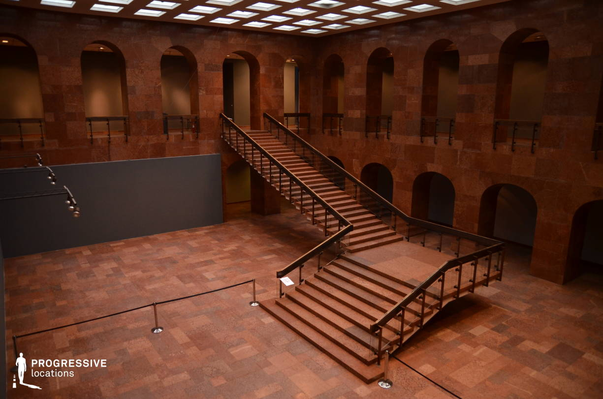 Locations in Hungary: Red Marble Hall