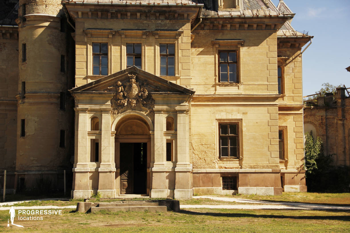 Locations in Hungary: Entrance, Tura Castle (Detail)