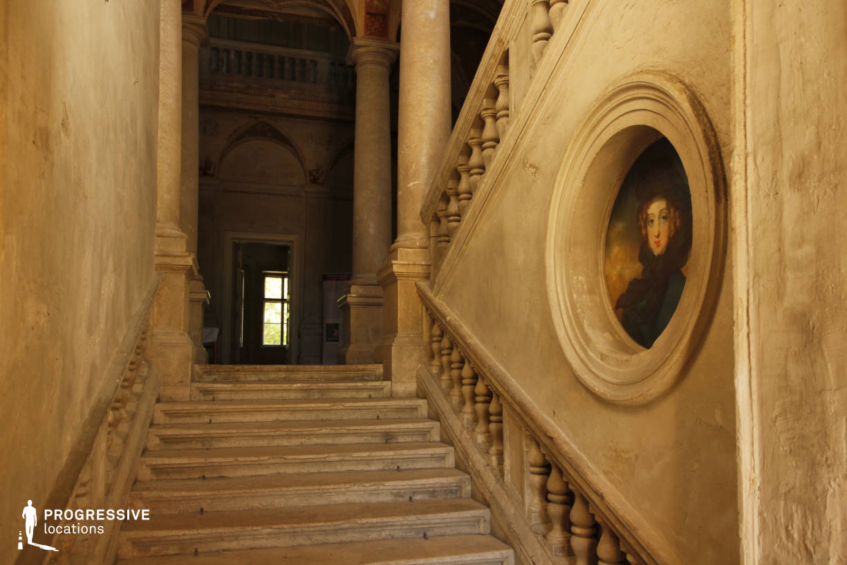 Locations in Hungary: Entrance Hall %26 Staircase, Tura Castle