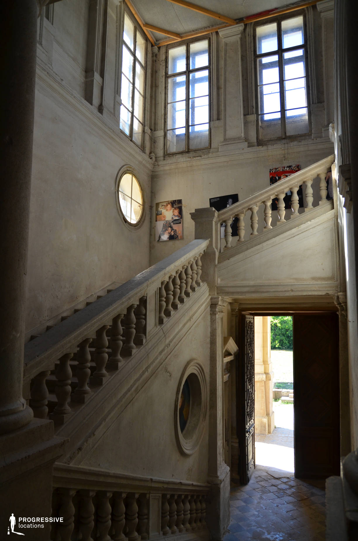 Locations in Hungary: Staircase %26 Round Windows, Tura Castle
