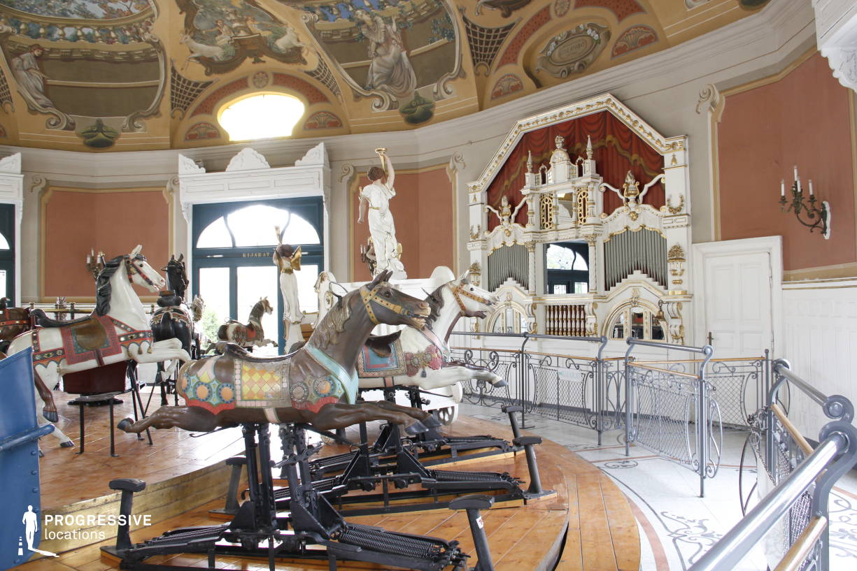 Locations in Hungary: Interior %26 Organ, Vintage Carousel