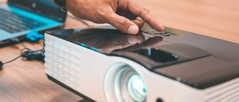 advice-guide-laser-turning-projector-on-468
