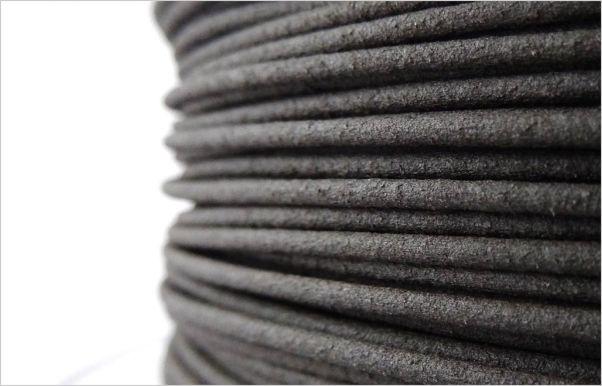 Ebony Wood PLA filament önizlemesi