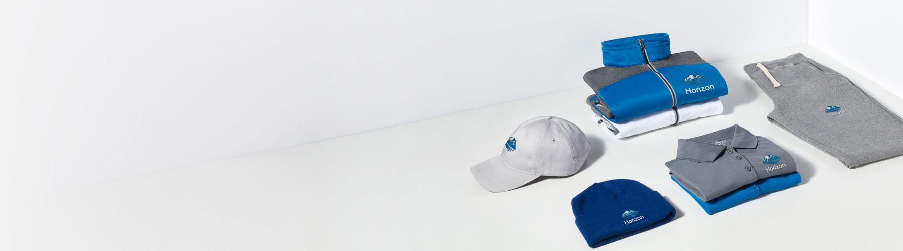 Individuelle Bekleidung – tragen Sie Ihr Logo mit Stolz mit personalisierten T-Shirts, Polohemden und mehr.