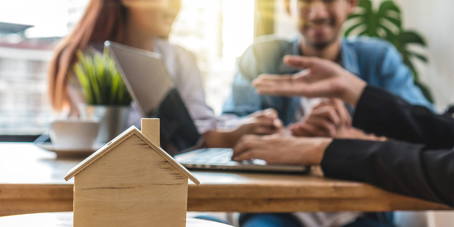 Cash home buyer trying to build trust by consulting with home sellers