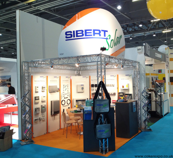 Exhibition gantry system with display boards