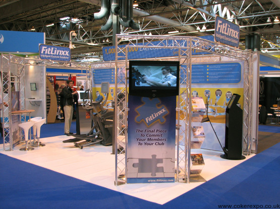 Exhibition gantry stand with tables