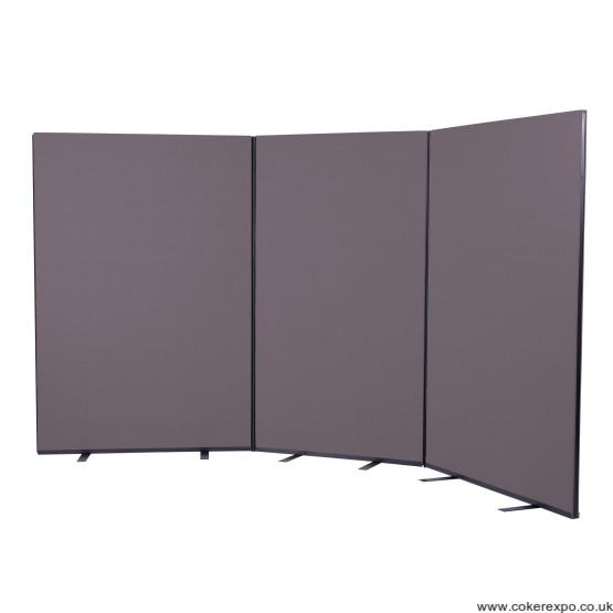 Office screen divider with stabilising feet