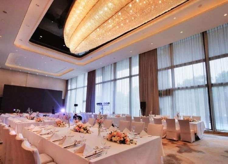 Diamond D Ballroom of China Grain Hotel Shanghai 02.jpg